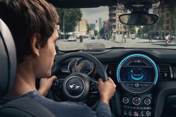 Nejen SEAT, ale také BMW integruje do svých infotainmentů asistentku Alexu