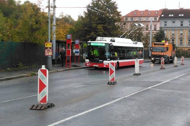 Pražský trolejbus už najíždí první kilometry. Podívejte se na první fotografie