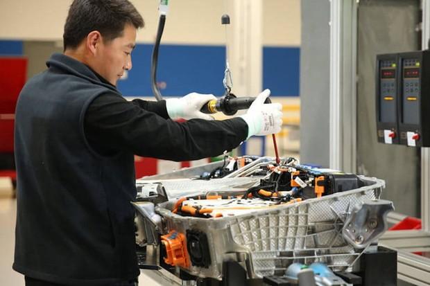 Francie a Německo brojí proti výrobcům baterií z Číny