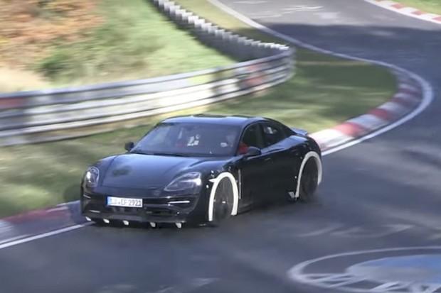 Porsche Taycan prý bude nejsportovnější elektromobil. Těžiště má níž než 911