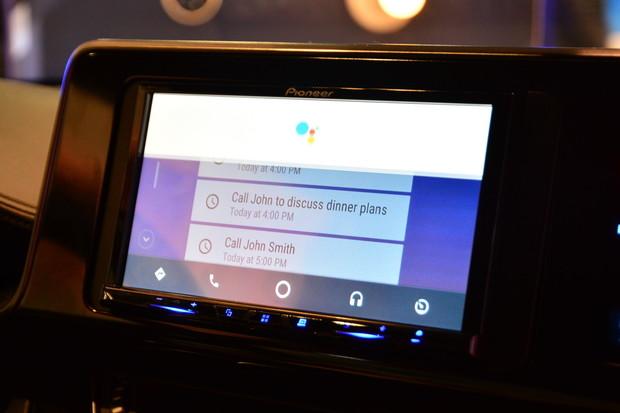 Android Auto konečně bezdrátově, přibyl také Google Asistent