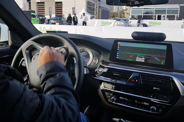BMW bude využívat nové technologie pro autonomní řízení. Testovat se bude i v ČR