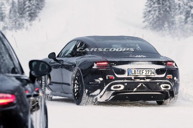 Porsche 911 testují společně s elektrickým Mission E. Má to své důvody