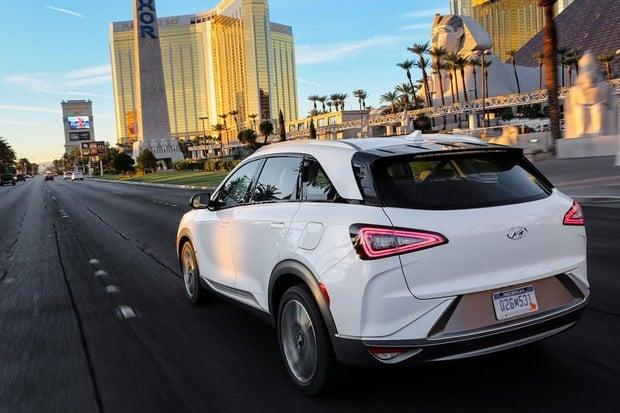 Testování autonomního brzdění z 85 km/h ovládly vozy Hyundai