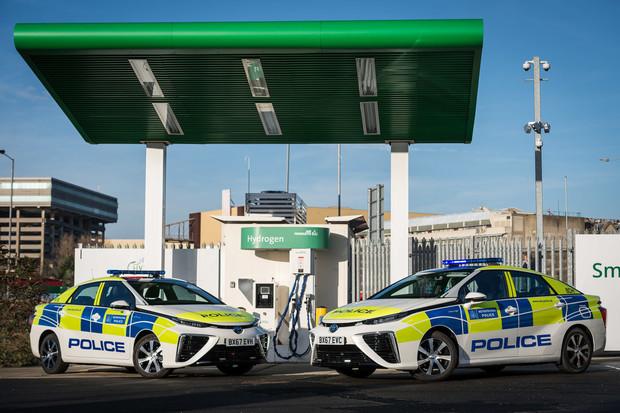 Londýnská policie nasazuje do služby vodíkové Toyoty Mirai