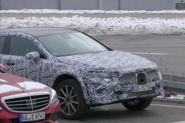 Mercedes: po nové třídě A přijde i nové GLA s infotainmentem MBUX