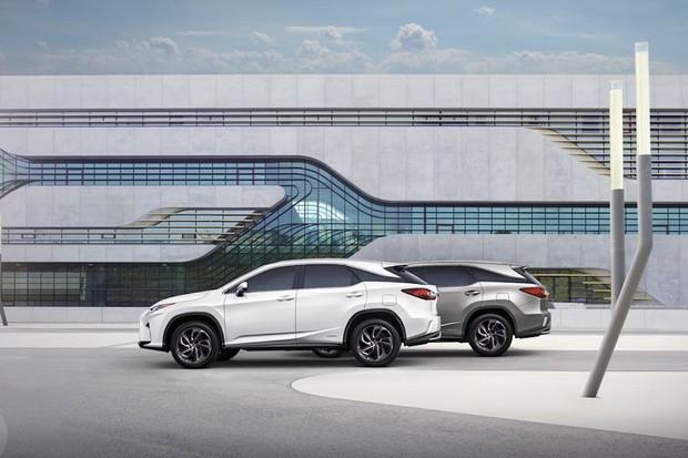 Lexus RX dostal navíc pár centimetrů a dvojici sedadel. Prý budou i na dlouhé cesty