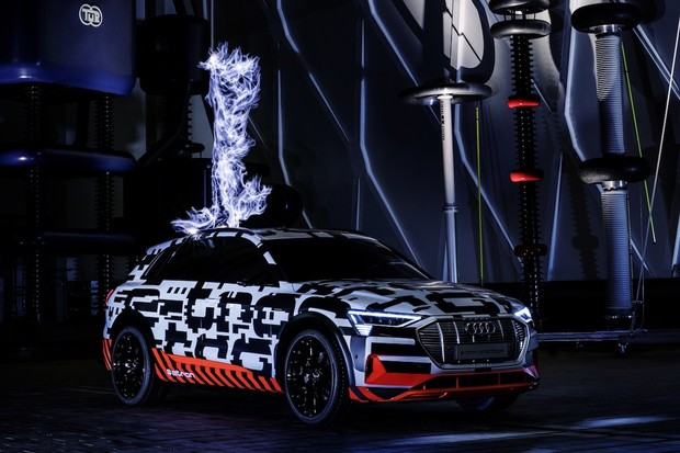 První elektromobil od Audi se v sériové podobě ukáže na Audi Summitu v Bruselu
