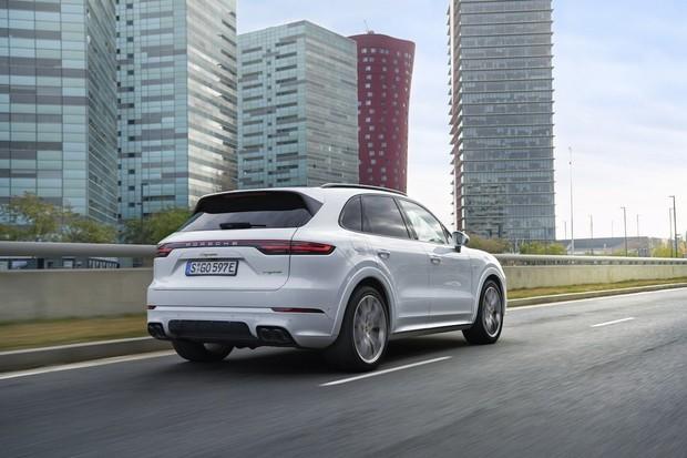 Na elektrické SUV od Porsche si chvilku počkáme. Bude blíže Macanu než Cayenne