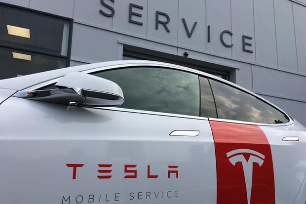 Tesla Model S jako servisní auto? Nechybí stoly, nářadí ani kávovar