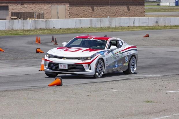 Plug-in hybridní Chevrolet Camaro postavený studenty ujede na jedno nabití 64 km