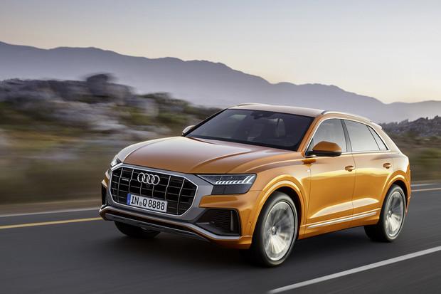 Podívali jsme se na Audi Q8 aneb když vám je Audi Q7 málo. Na co bude lákat?