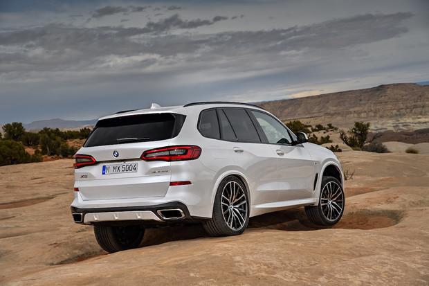 BMW X5 oficiálně. Odemykat půjde telefonem a ve střeše budou hvězdičky