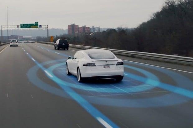 Autopilot v Tesle Model S zachránil další lidský život. Vše zachytila kamera