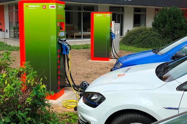 Jak funguje sdílení účtu a tarifu pro nabíjení elektromobilů u ČEZu?