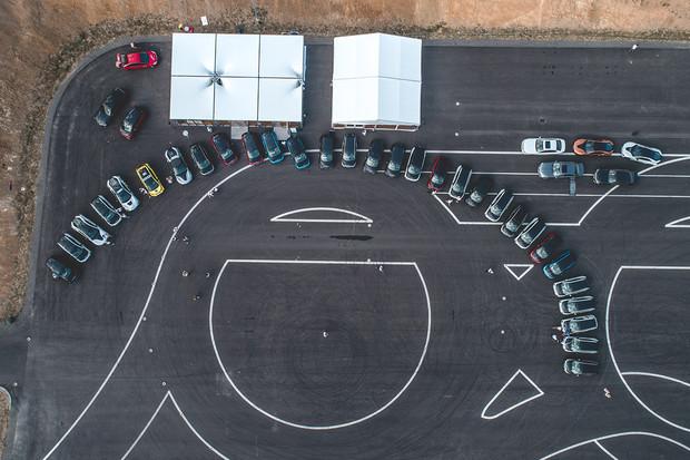 Škola smyku, úhybné manévry či jízda v BMW i8. To byl první sraz majitelů BMW i