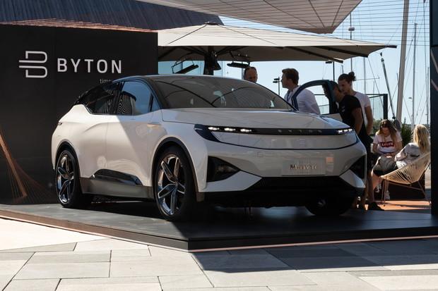 Byton chce za poloviční cenu nabídnout víc než Tesla. Jak toho docílí?