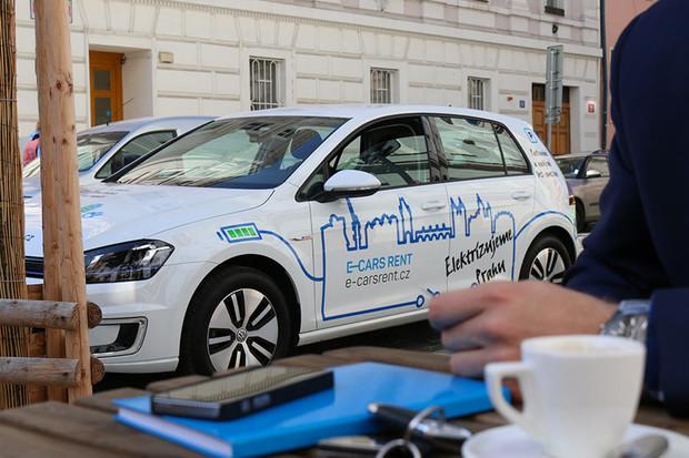 Vyhrajte v naší soutěži Volkswagen e-Golf od E-CARS RENT na celý víkend
