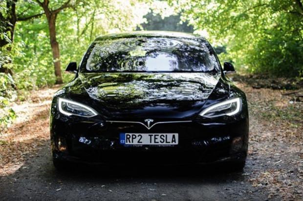 Až se naplno rozjede autonomní řízení, Tesla přestane cílit na spotřebitele
