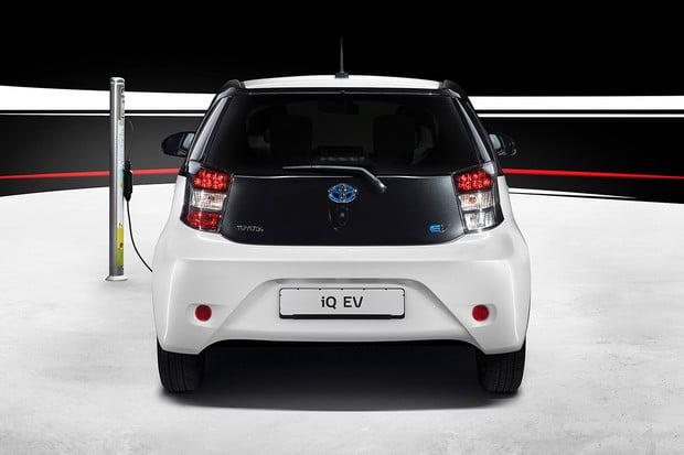 Znáte prcka od Toyoty s názvem iQ? Vyráběl se i jako elektromobil