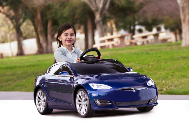 Tesla chystá elektrické miniauto. Další z bláznivých nápadu Elona Muska?