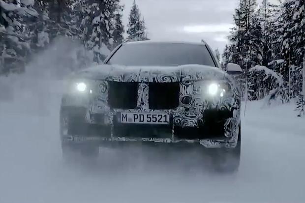 BMW dává nové X7čce pořádně do těla