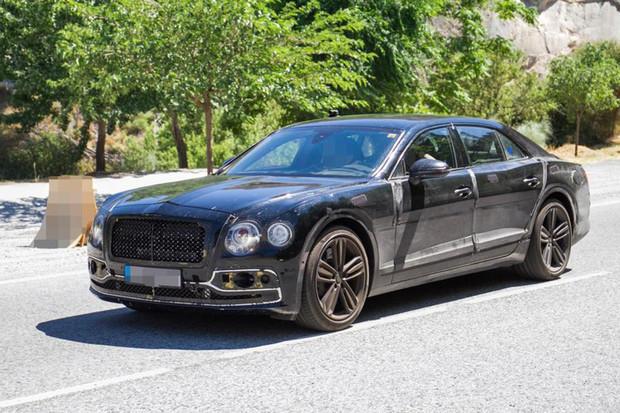 Bentley usilovně testuje další plug-in hybridní model