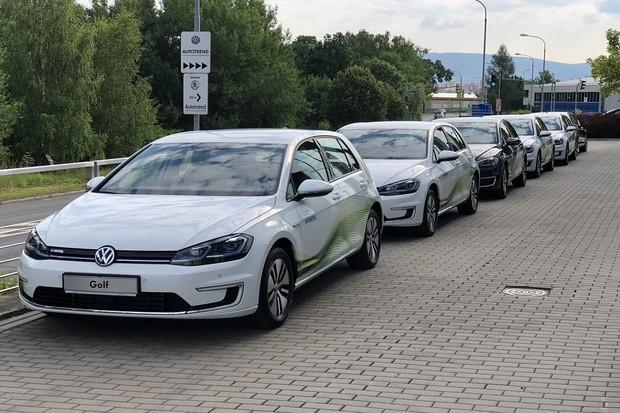 Český Siemens má 6 nových elektromobilů. Do roku 2030 chce zcela bezemisní flotilu