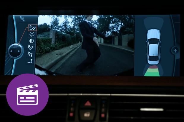 Nejlepší automobilové reklamy: pozor na oslavná gesta u parkovací kamery