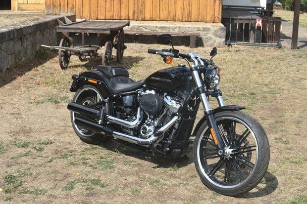 Moderní vychytávky na motorce? Provětrali jsme nový Harley-Davidson Breakout