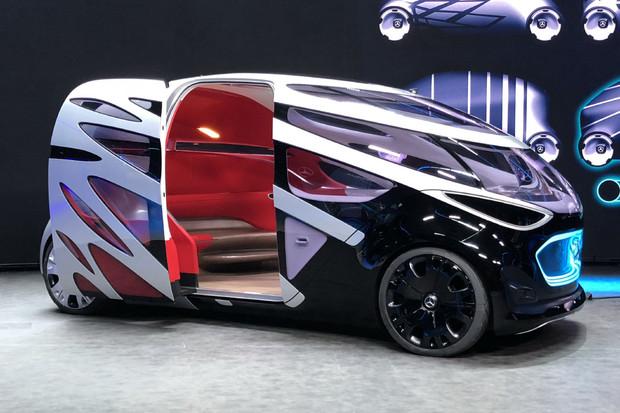 Byli jsme u představení vize městské mobility URBANETIC v podání Mercedesu