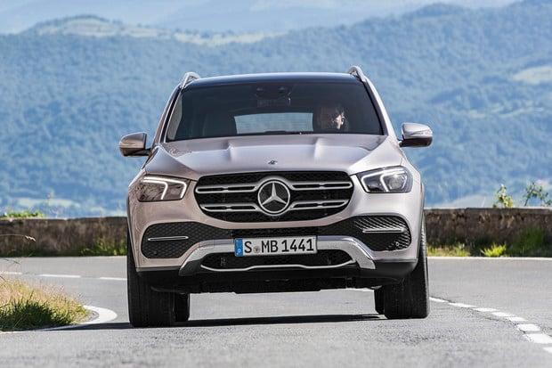 Mercedes v tichosti ukázal nové GLE. I to přebírá techniku od třídy S