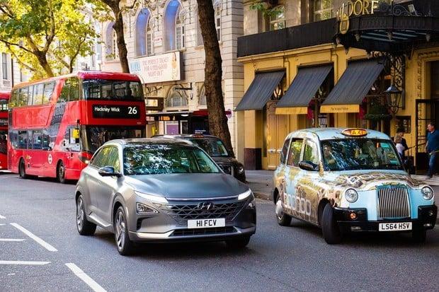 Vodíkové auto Hyundai Nexo čistí vzduch londýnských ulic