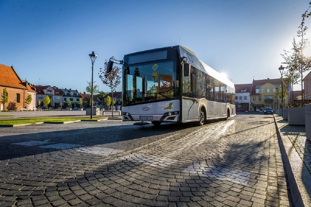 Solaris představil autobusy s hybridním pohonem a upraveným designem