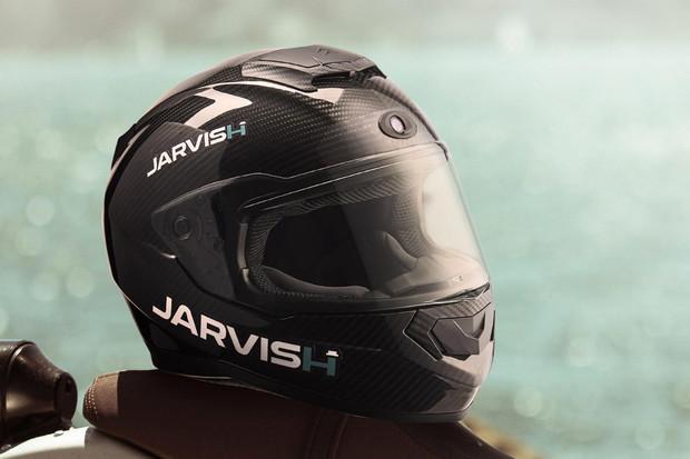 Chytrá helma motorkářům zpříjemní jízdu hlasovým ovládáním a AR infotainmentem