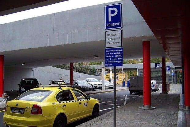 Z některých pražských stanovišť taxi se stanou nabíječky pro elektromobily