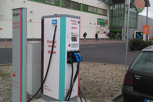 E.ON má novou rychlonabíjecí stanici kousek od Ústí nad Labem