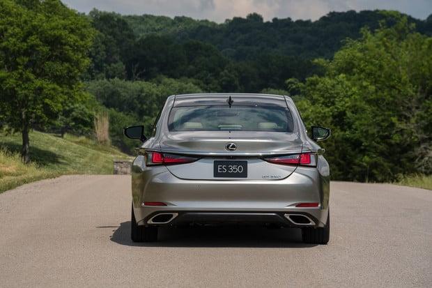 Lexus ES 300h míří do Česka. Novinku už si můžete objednat