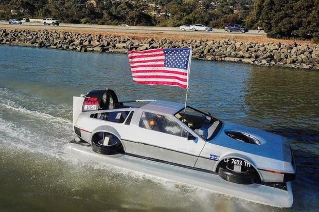 Levitující DeLorean z filmu Návrat do budoucnosti spatřen k prodeji na eBay