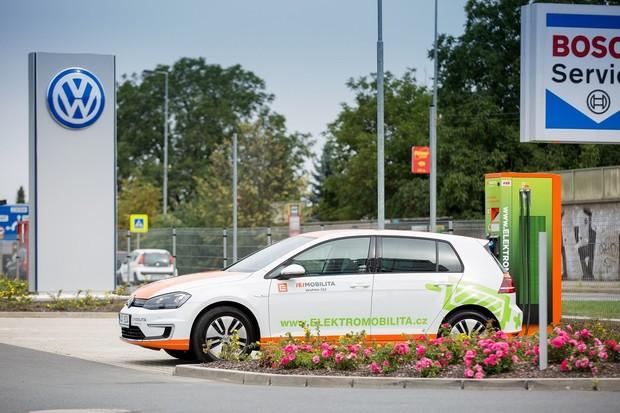 ČEZ ESCO vybaví nabíjecími stanicemi dealery vozů Volkswagen, Audi a SEAT