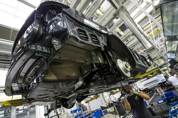 Automobilky musí do roku 2030 snížit emise CO<sub>2</sub> o 37 %, rozhodla EU
