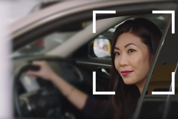 Auto si můžete půjčit i bez dokladů. Hertz si vás ověří skenem obličeje