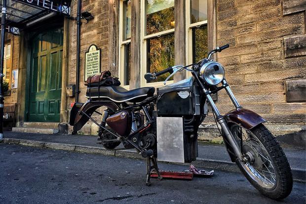Odysea dvou kamarádů na elektrifikovaných motorkách z roku 1961 trvala 24 dnů