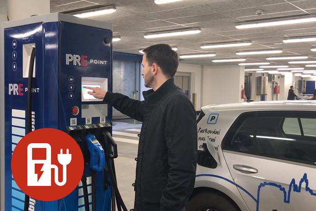 Jak nabít elektromobil na rychlonabíjecí stanici PRE?