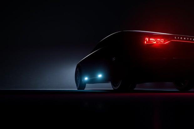 Pětimístný automobil Lightyear na solární pohon šokuje dojezdem až 800 km