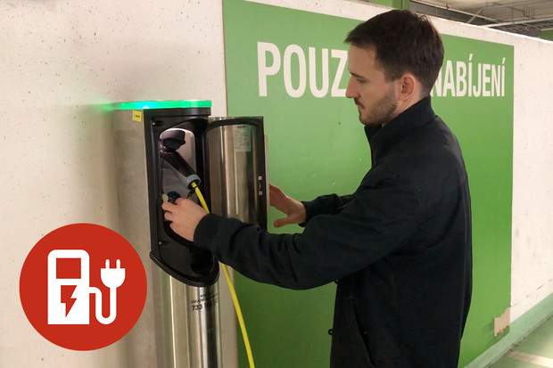 Jak nabít elektromobil u stanice PRE?