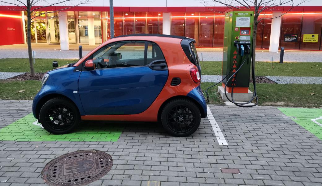 Po Praze poprvé elektromobilem