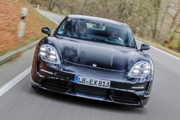 Porsche poprvé půjčilo Taycan Turbo novinářům. Zaujala je především akcelerace