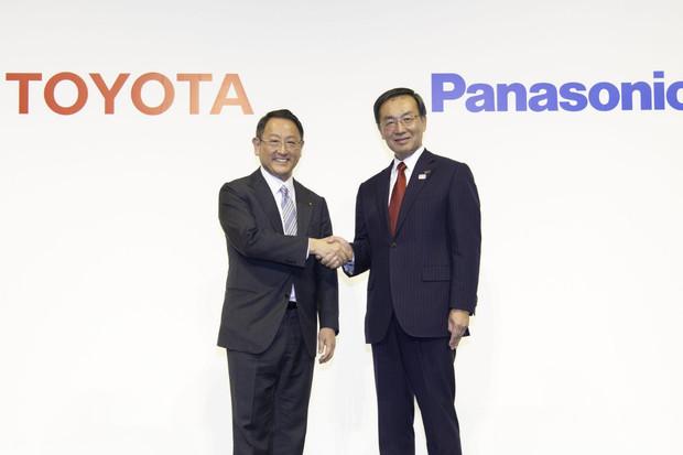 Toyota si plácla s Panasonicem. Nová společnost bude dodávat baterie i Mazdě a Subaru
