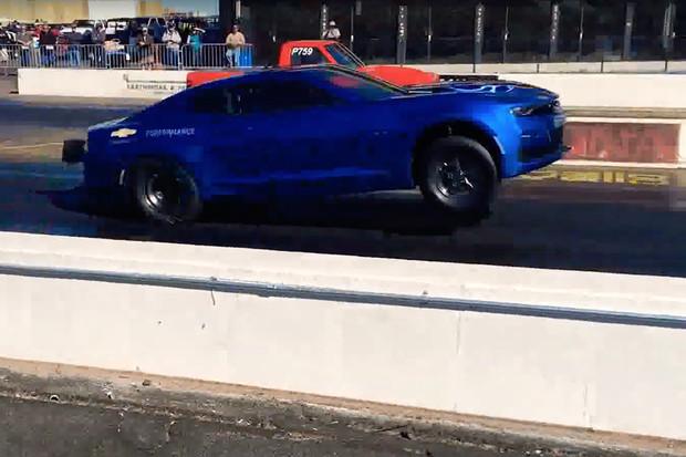 Camaro eCopo je elektrická bestie, co se při rozjezdu staví na zadní